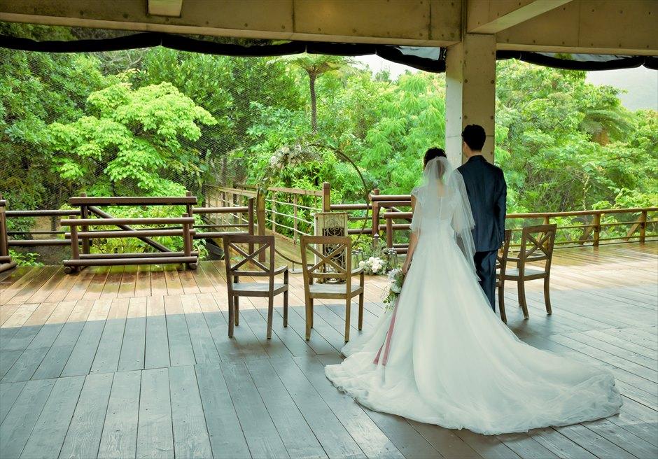 パイヌマヤ西表島沖縄 ジャングル・ホテル ブリッジ・デッキ・ウェディング 挙式会場入場シーン
