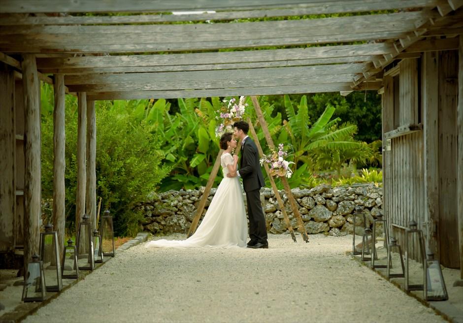 竹富島・沖縄琉球古民家ヴィラ結婚式 コーラル・サンド・ガーデン・ウェディング オールド&モダン・スタイル