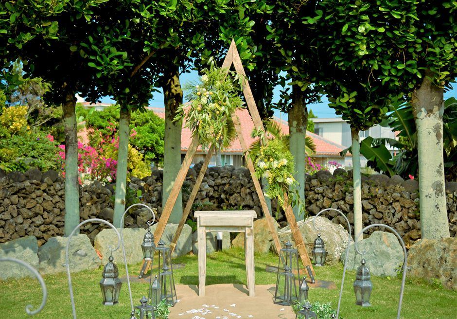 白保ノスタルジー・ガーデン石垣島沖縄結婚式 ヴィラ・ガーデン・ウェディング クラシカルでモダンな挙式会場装飾