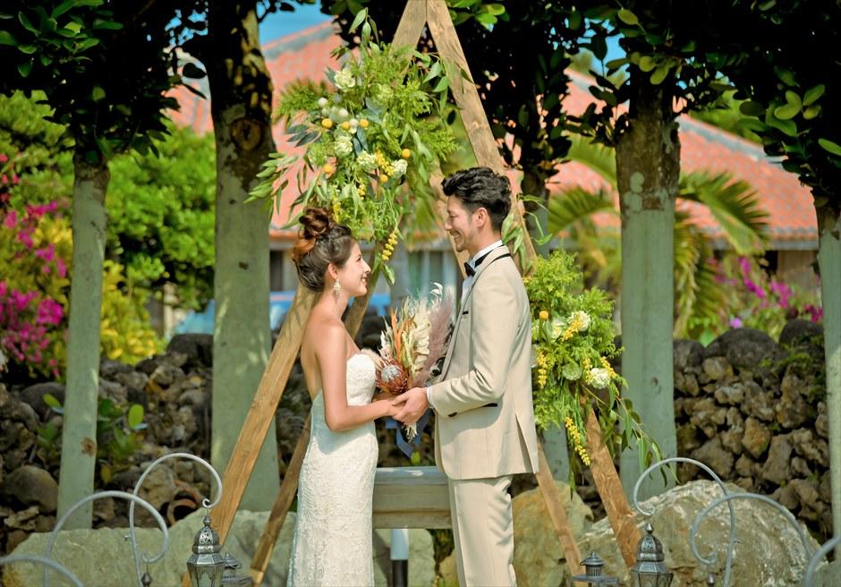 白保ノスタルジー・ガーデン石垣島ヴィラ挙式 ノスタルジー・ガーデン・ウェディング オールド&モダンな挙式シーン