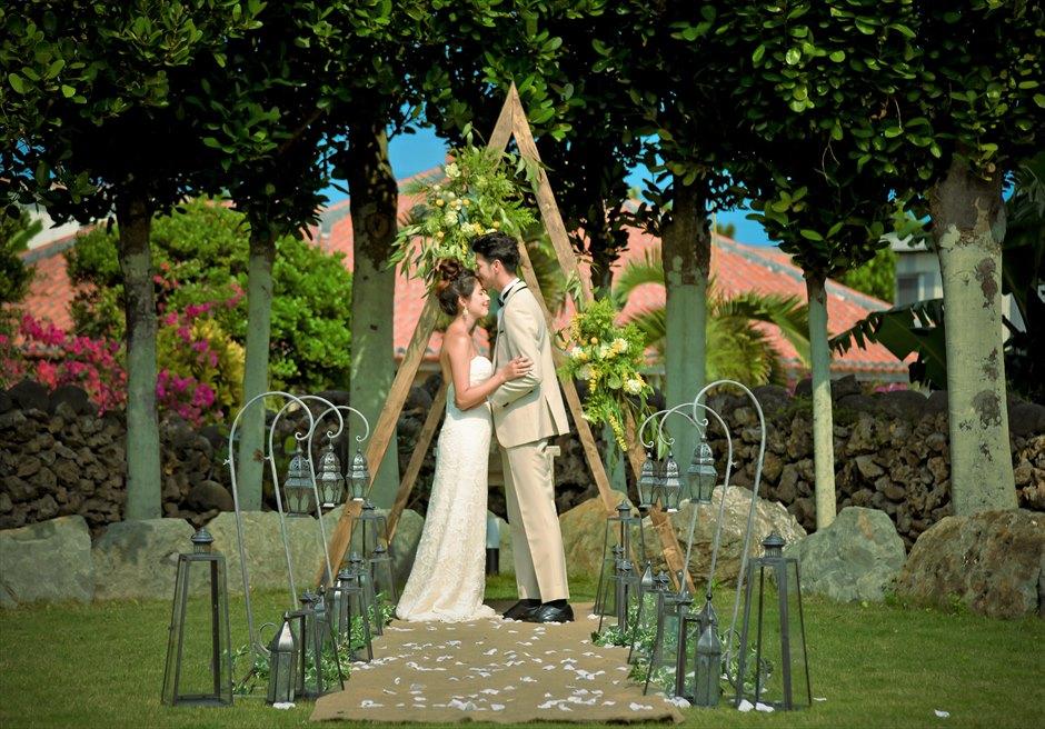 白保ノスタルジー・ガーデン石垣島ヴィラ挙式 ノスタルジー・ガーデン・ウェディング どこか懐かしく郷愁を感じる幻想的な挙式