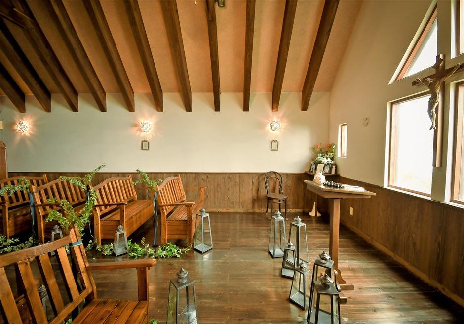 聖カビラ教会・石垣シーサイドホテル結婚式│チャペル・ウェディング│祭壇周り装飾