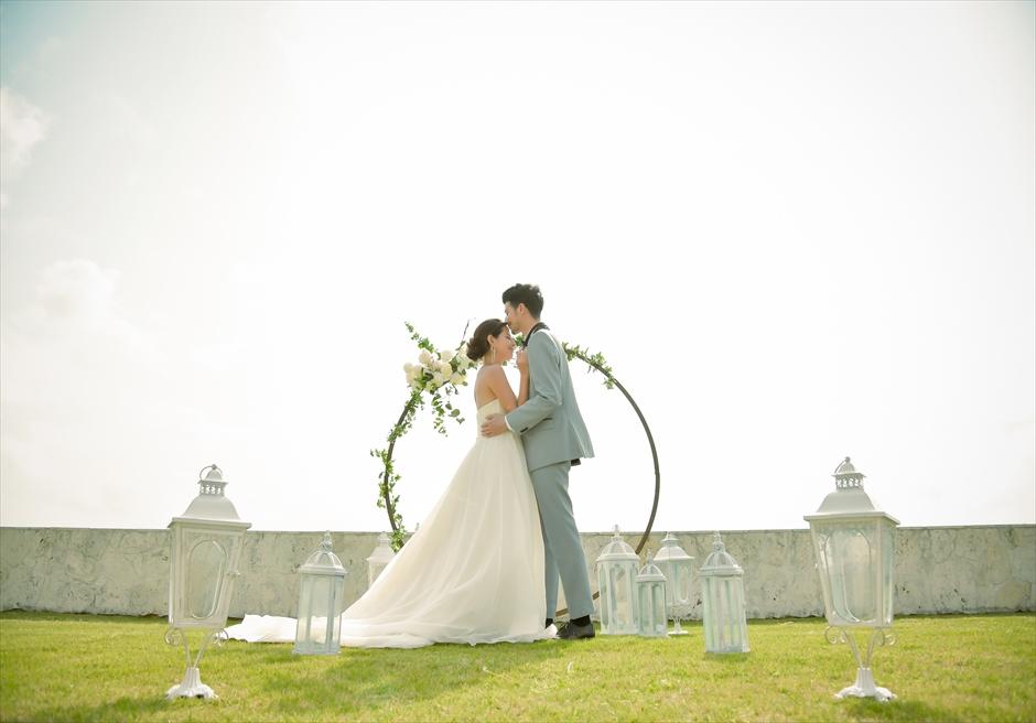 サンセット・ヒル石垣島・沖縄ヴィラ挙式 オーシャンビュー・ガーデン・ウェディング 幻想的な挙式シーン