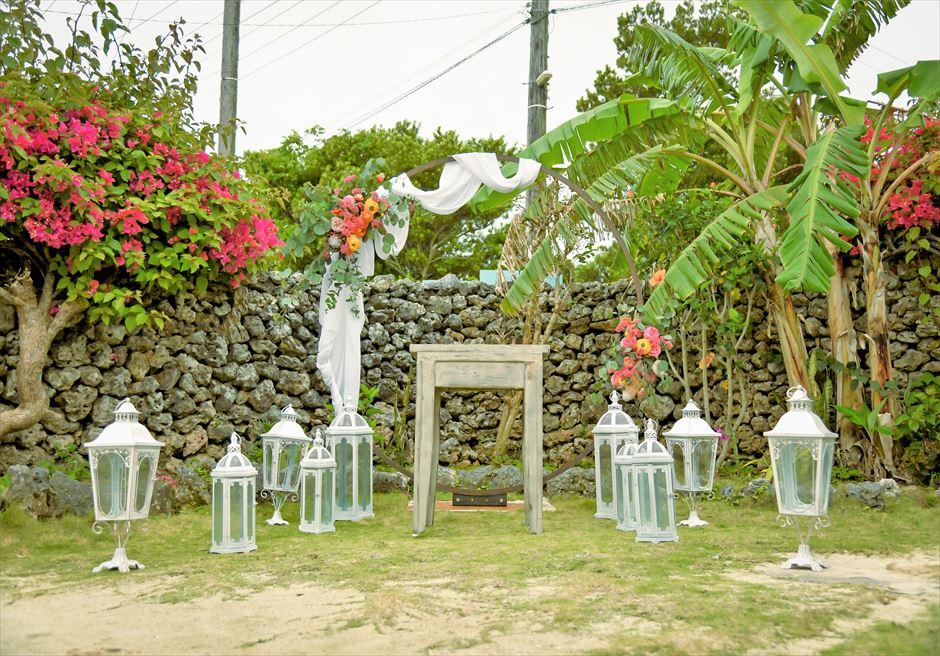 竹富島沖縄結婚式 古民家レストラン南潮庵 フローラル・ガーデン・ウェディング 挙式会場装飾
