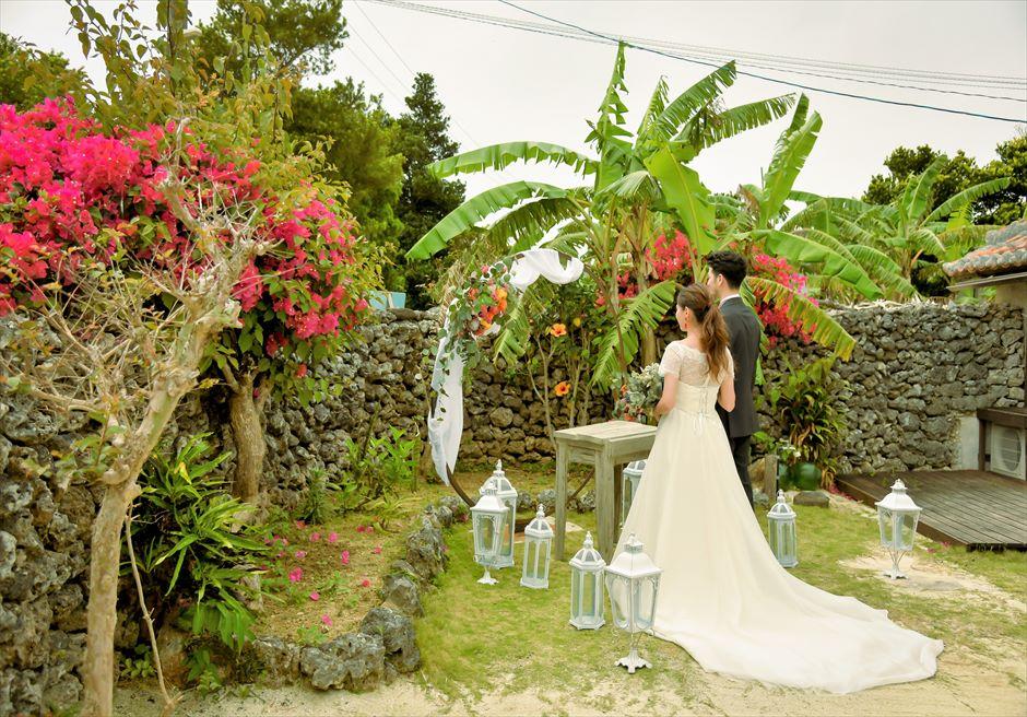 竹富島・沖縄挙式 古民家レストラン南潮庵 フローラル・ガーデン・ウェディング 木々と花々が美しい竹富島ならではの景観