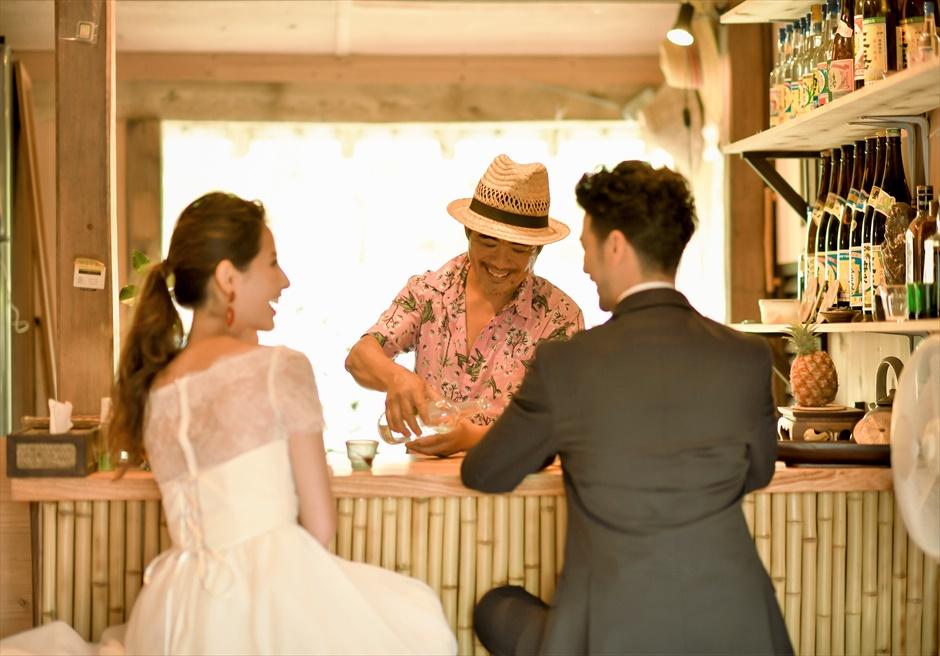 竹富島・挙式 古民家レストラン南潮庵 フローラル・ガーデン・ウェディング アットホームな雰囲気の挙式後乾杯