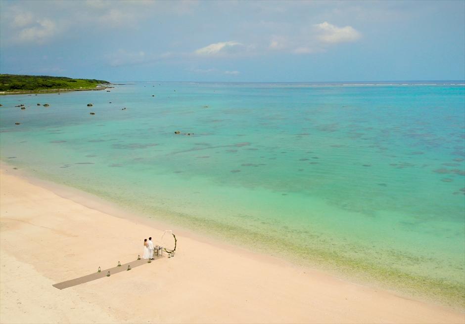 ザ・セブン・スターズ・リゾート石垣島│シーニック・ビーチ・ウェディング│石垣島随一に美しい白砂ビーチ