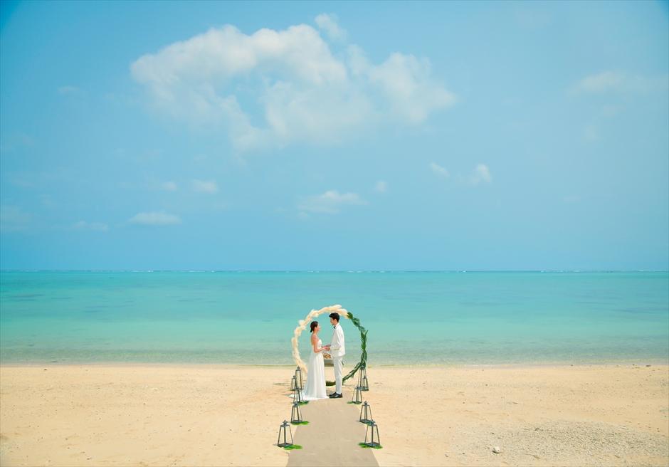 ザ・セブン・スターズ・リゾート石垣島│シーニック・ビーチ・ウェディング│海とビーチと空の美しいコントラスト