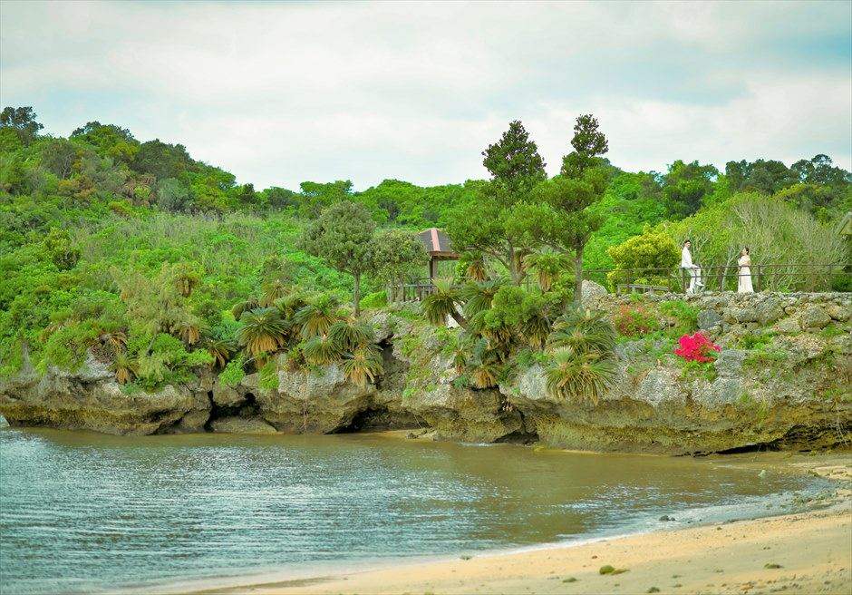ヴィラうなりざき西表島フォトウェディングオーシャン・エッジ・ガーデン