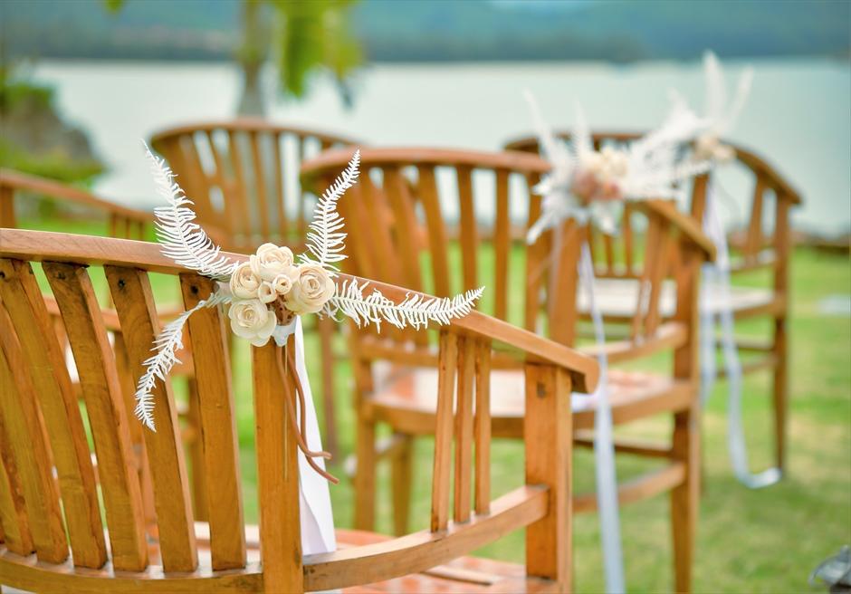 ヴィラうなりざき・沖縄西表島ウェディング オーシャンフロント・ガーデン挙式 セレモニーチェア装飾