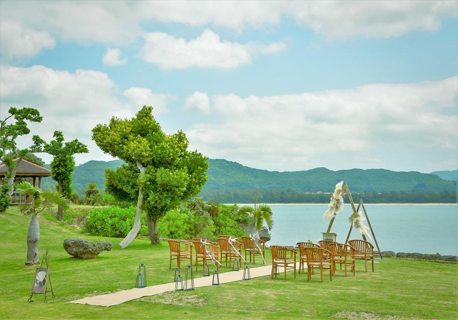 ヴィラうなりざき・沖縄西表島ウェディング オーシャンフロント・ガーデン挙式 挙式会場全景
