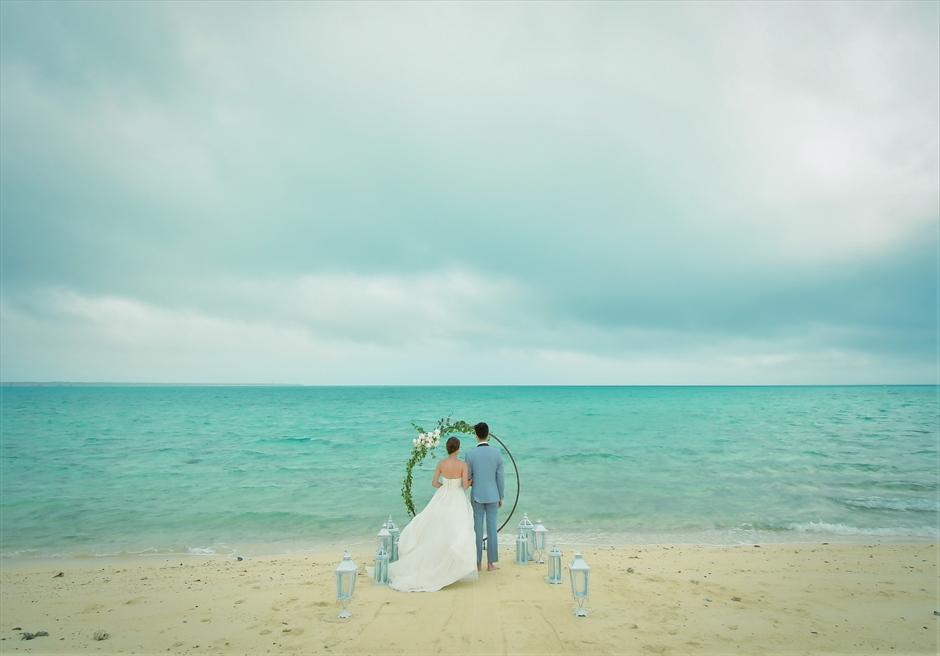 沖縄八重山諸島・小浜島近海・幻の島結婚式 サークルアーチ・ビーチウェディング 無人島ビーチ・広大な海を舞台にした挙式