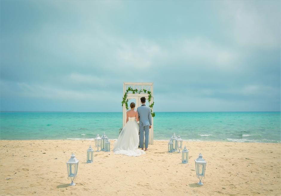 沖縄八重山諸島・小浜島近海・幻の島結婚式 ヘブンズドア・ビーチウェディング 無人島挙式全景