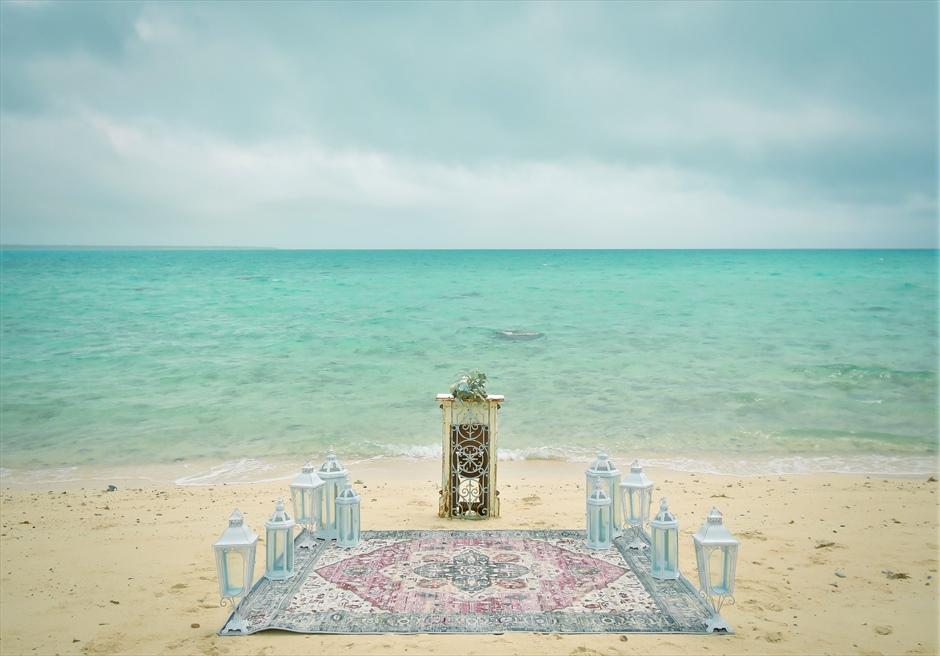 沖縄八重山諸島・小浜島近海・幻の島挙式 マジックカーペット・ビーチウェディング 無人島ビーチ・挙式会場装飾