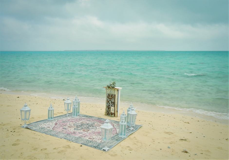 沖縄八重山諸島・小浜島近海・幻の島挙式 マジックカーペット・ビーチウェディング 無人島ビーチ・挙式会場全景