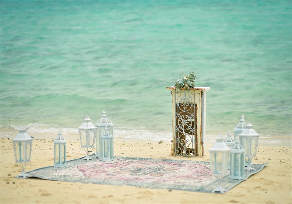 沖縄八重山諸島・小浜島近海・幻の島挙式 マジックカーペット・ビーチウェディング 無人島ビーチ・祭壇装飾