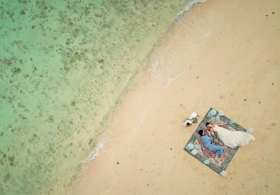 小浜島近海・幻の島 沖縄結婚式 マジックカーペット・ビーチウェディング 挙式後のドローン撮影
