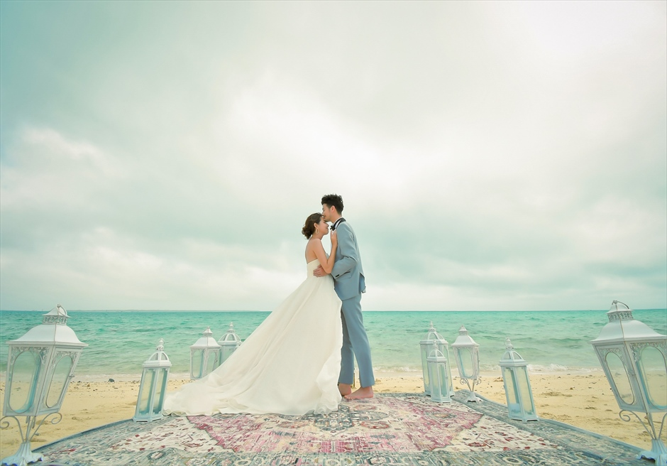 小浜島近海・幻の島 沖縄結婚式 マジックカーペット・ビーチウェディング 幻想的な挙式を彩る絨毯
