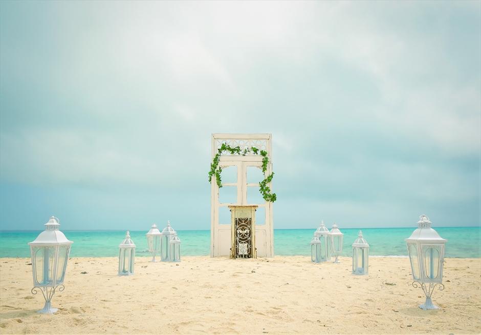 沖縄八重山諸島・小浜島近海・幻の島結婚式 ヘブンズドア・ビーチウェディング 幻の島ビーチ挙式会場全景