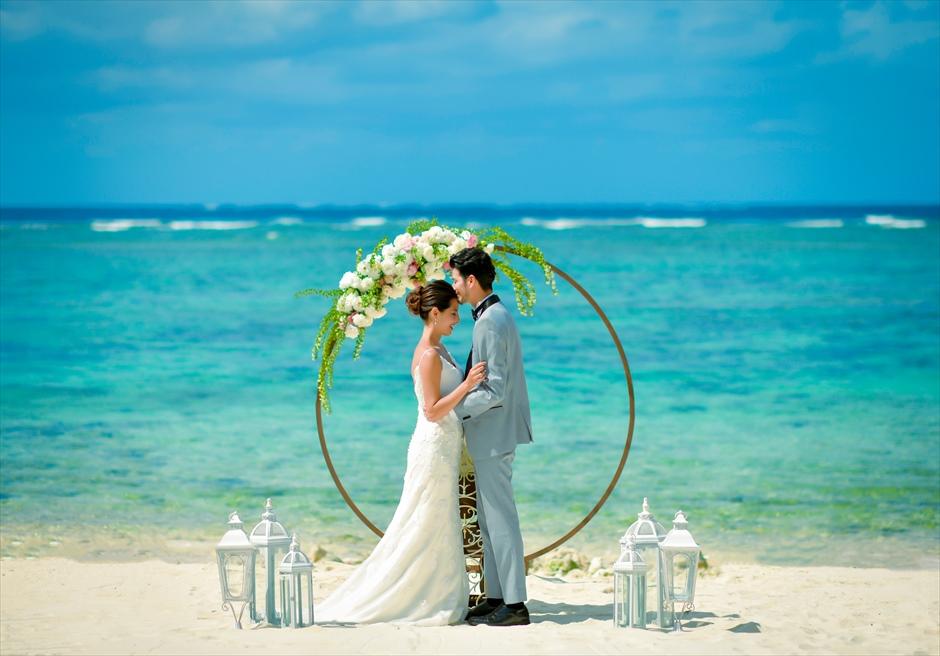 沖縄石垣コーラル・テラス挙式・結婚式│セレモニーフォト・ビーチ(アーチ)