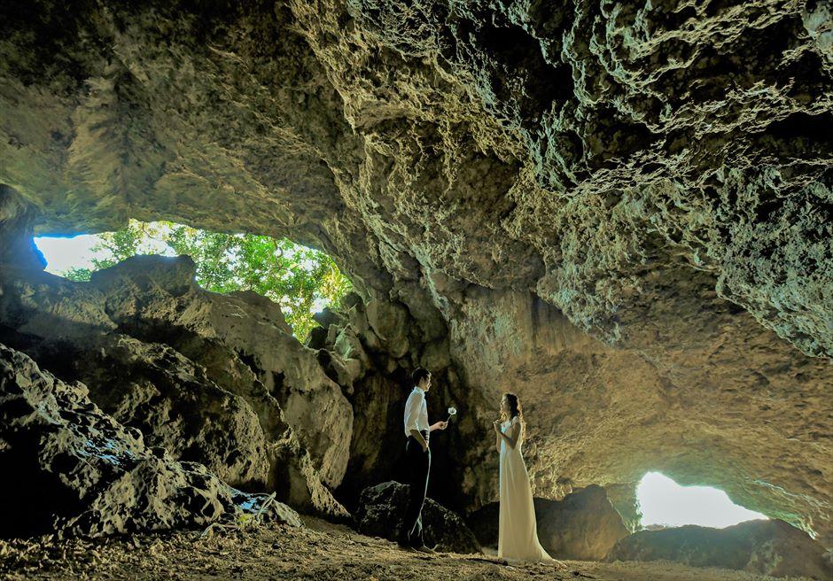 青の洞窟内フォトウェディング│沖縄石垣コーラル・テラス挙式・結婚式
