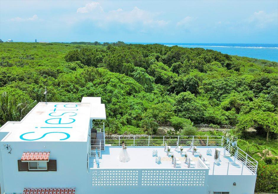 シエスタ・プールヴィラ石垣島・沖縄結婚式 オーシャンフロント・スカイウェディング 海と森林に囲まれた天空の挙式