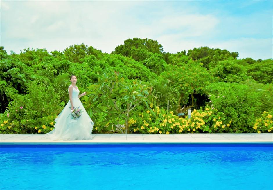 シエスタ・プールヴィラ石垣島・沖縄結婚式 オーシャンフロント・スカイウェディング ビーチよりプライベートプールを通り入場