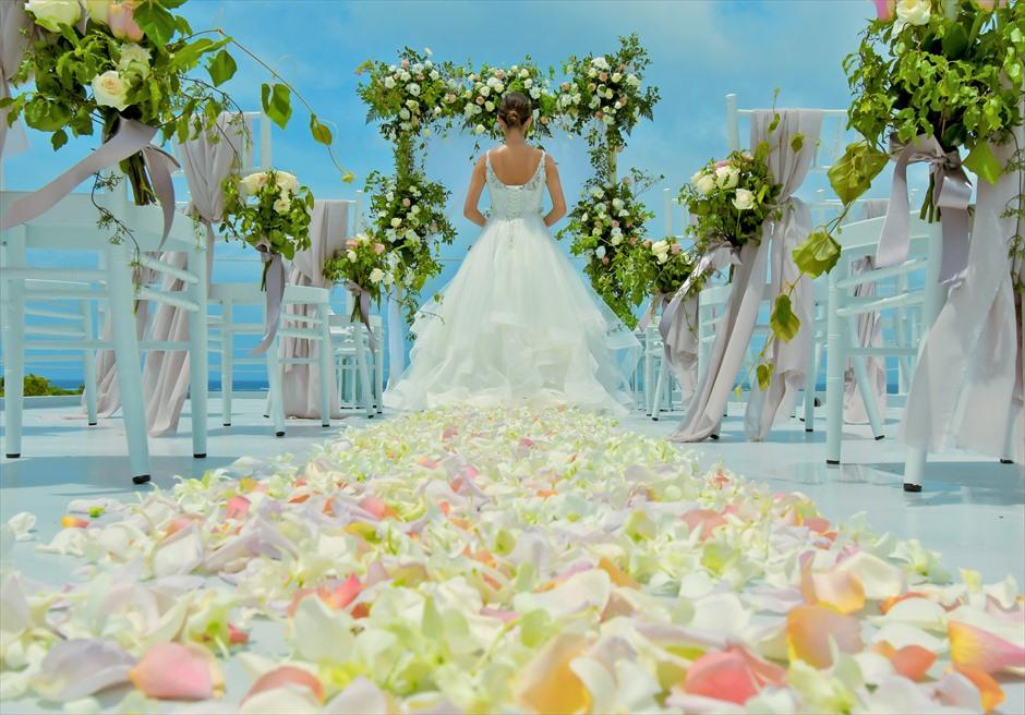 シエスタ・プールヴィラ石垣島・沖縄結婚式 オーシャンフロント・スカイウェディング 天空の挙式を彩るフラワー・バージンロード
