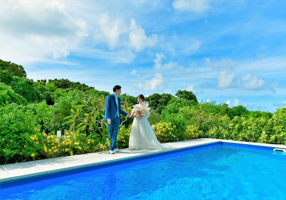 シエスタ・プライベート・プールヴィラ石垣島ジャングルを望むプールにて挙式前撮影