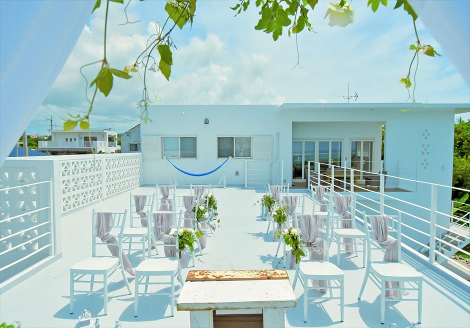 ヴィラ・シエスタ石垣島・沖縄結婚式 オーシャンフロント・スカイウェディング ルーフトップ挙式会場より建物を望む