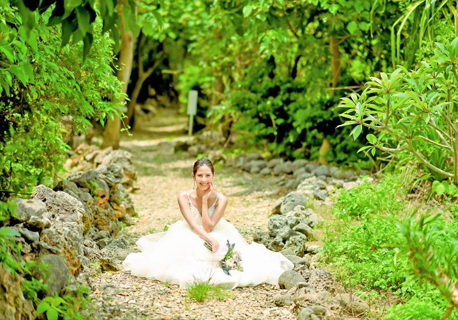 シエスタ・プライベート・プールヴィラ石垣島ジャングルに囲まれたプライベートロード