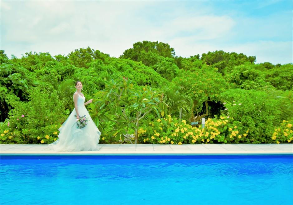 シエスタ・プライベート・プールヴィラ石垣島ジャングルを望むプール・フォトウェディング