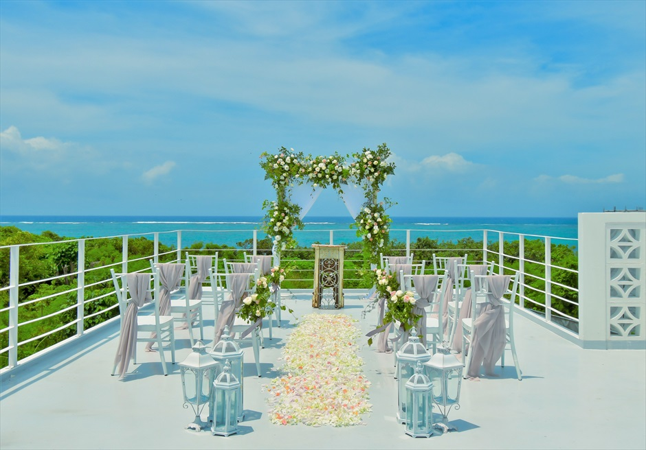 ヴィラ・シエスタ石垣島・沖縄結婚式 オーシャンフロント・スカイウェディング ルーフトップ挙式会場全景