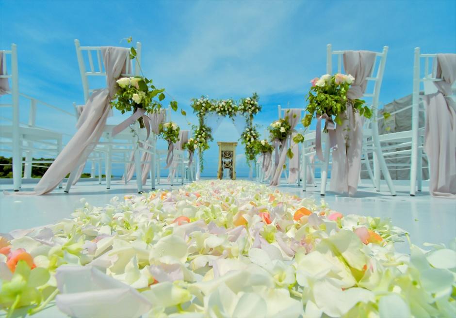 ヴィラ・シエスタ石垣島・沖縄結婚式 オーシャンフロント・スカイウェディング ルーフトップ・フルフラワーバージンロード