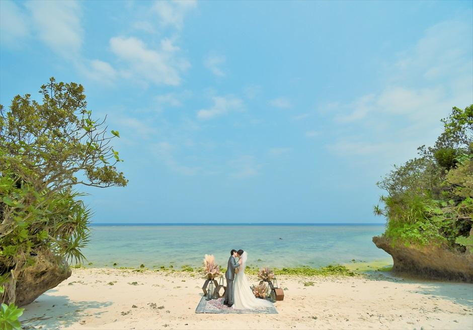 ビーチ・セレモニー・フォトウェディング/ 装飾:カーペット+ランタン+フラワー装飾 プラン料金¥548,000