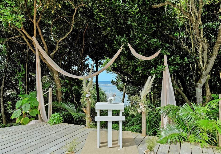 デッキ・セレモニー・フォトウェディング/ 装飾:バージンロード+祭壇+ランタン+フラワー装飾 プラン料金¥748,000
