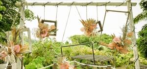 フォトブース<br><br>木製(ホワイトウッド)&吊りフォトフレーム5つ<br>生花装飾<br>