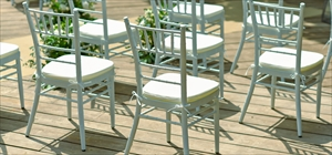 ホワイト・ティファニー・チェア<br><br>8脚から50脚まで<br>挙式用・披露宴&パーティー用(装飾別途)<br>