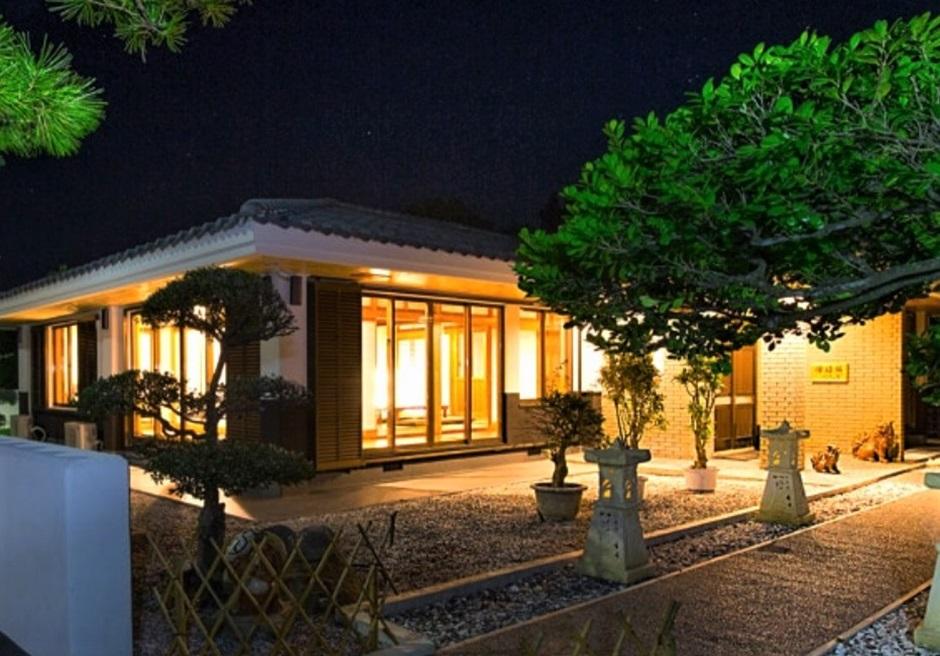 燦鐘苑 川平の宿/本邸の外観