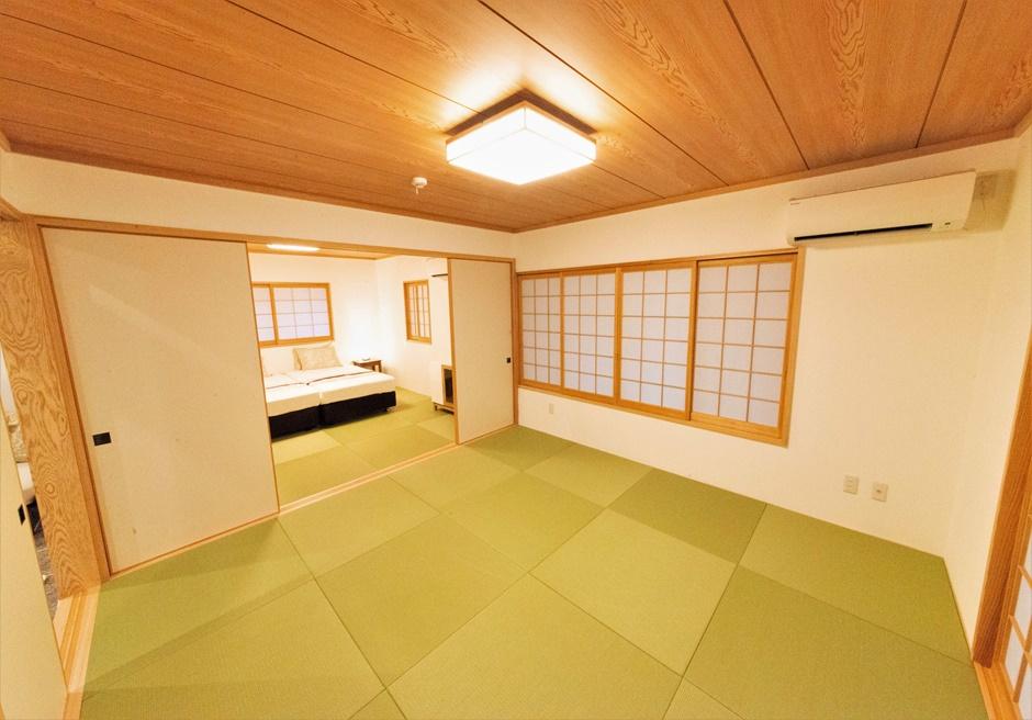 白保ノスタルジーガーデン/琉球畳を使用した和室には最大5名様まで宿泊可能