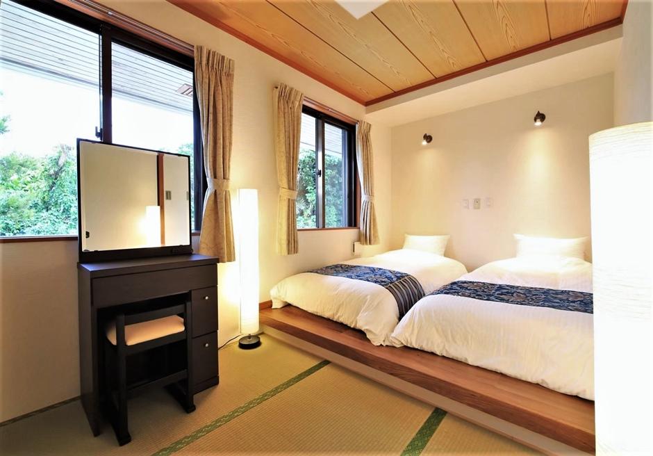 燦鐘苑 川平の宿/本邸内にある小上がりのツインベッドルーム