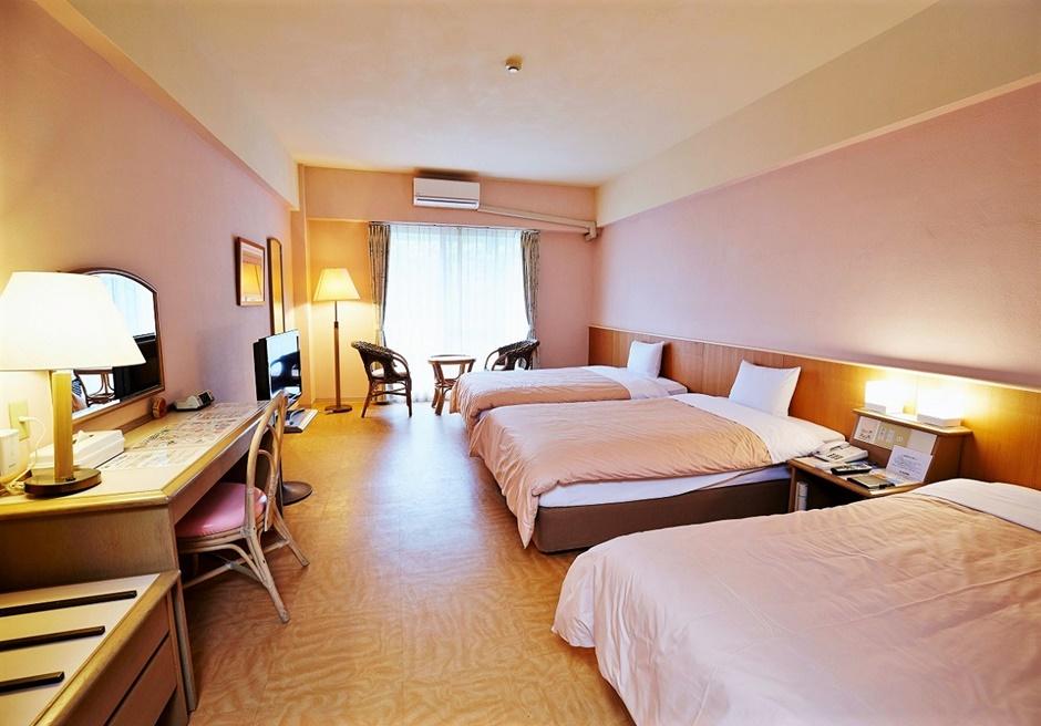 デラックスルームはベッド3台常置(最大4名様まで宿泊可能)