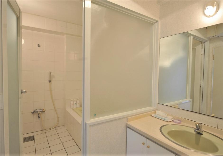 ホテルロイヤルマリンパレス石垣島/バスタブ完備のバスルーム(一例)