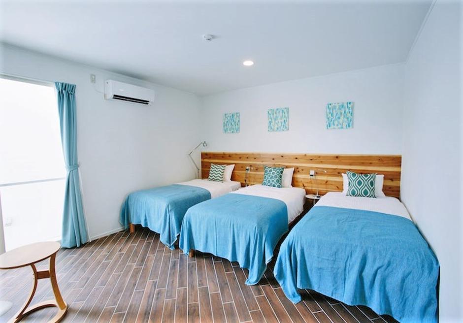 シエスタ・プライベート・プール・ヴィラ/寝室1 シングルベッド3台を常置