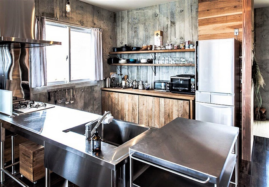 NICE!/キッチンには必要な調理器具や食器類が完備されています