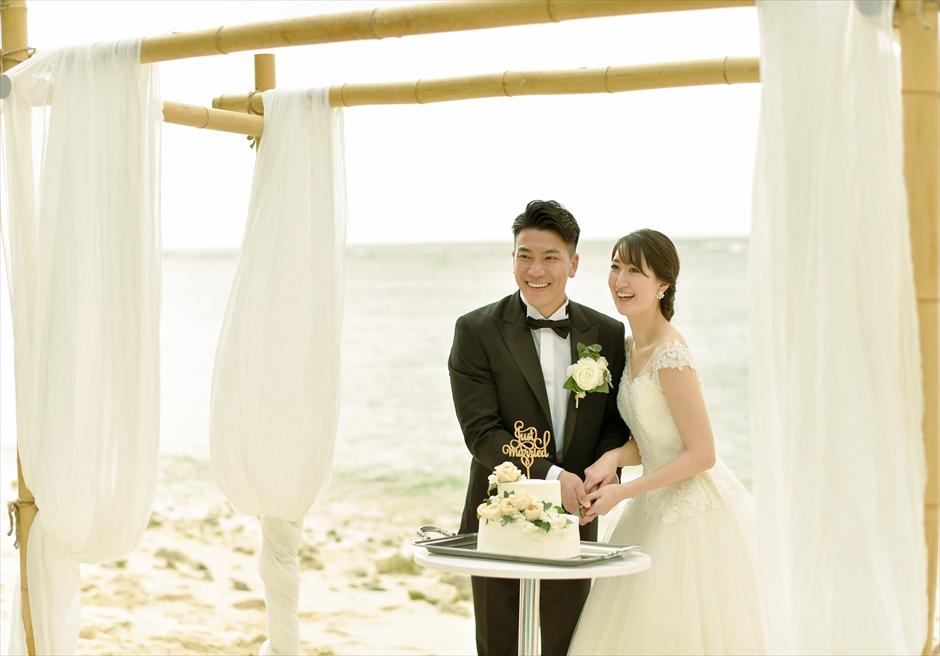 コーラル・テラス石垣島 ビーチ・ウェディングケーキカット