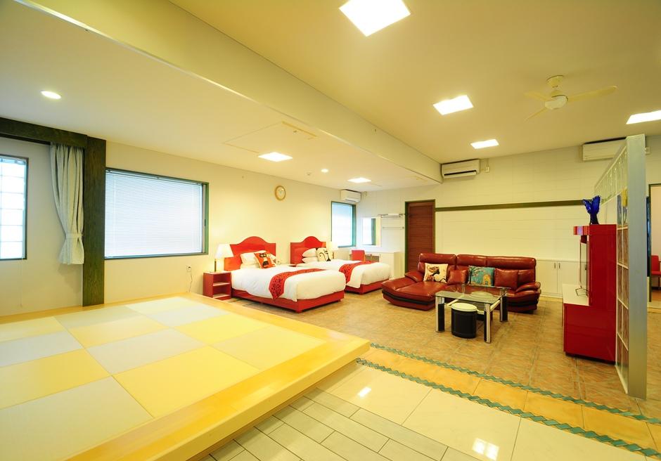 ホテル海邦フサキ/本館 リビング・ベッドルーム・畳スペース