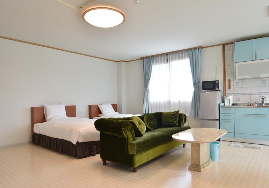 ホテル海邦フサキ/別館2階 キッチン・ベッドルーム